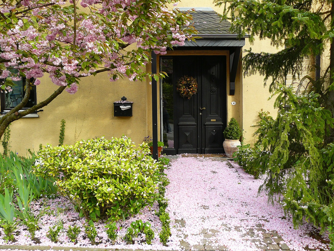 Sprucing Up Your Front Entryway